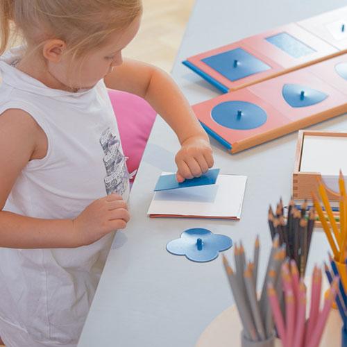 Lenguaje Montessori, GM050A000, resaques metálicos, material montessori, guarderia, material escolar infantil.