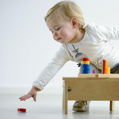 Discos de colores en guía vertical, GM2871N00, material montessori, material 0-3 años, material escolar infantil.