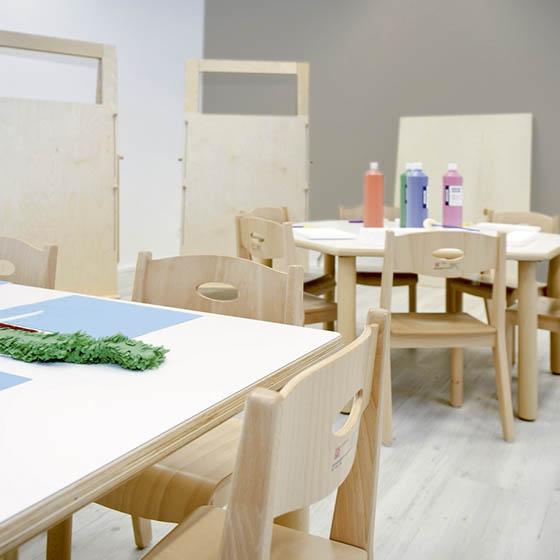 Mesa cuadrada de madera equipamiento escolar infantil for Mesa y silla infantil